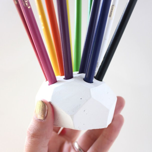 DIY-Colored-Pencil-Holder-2